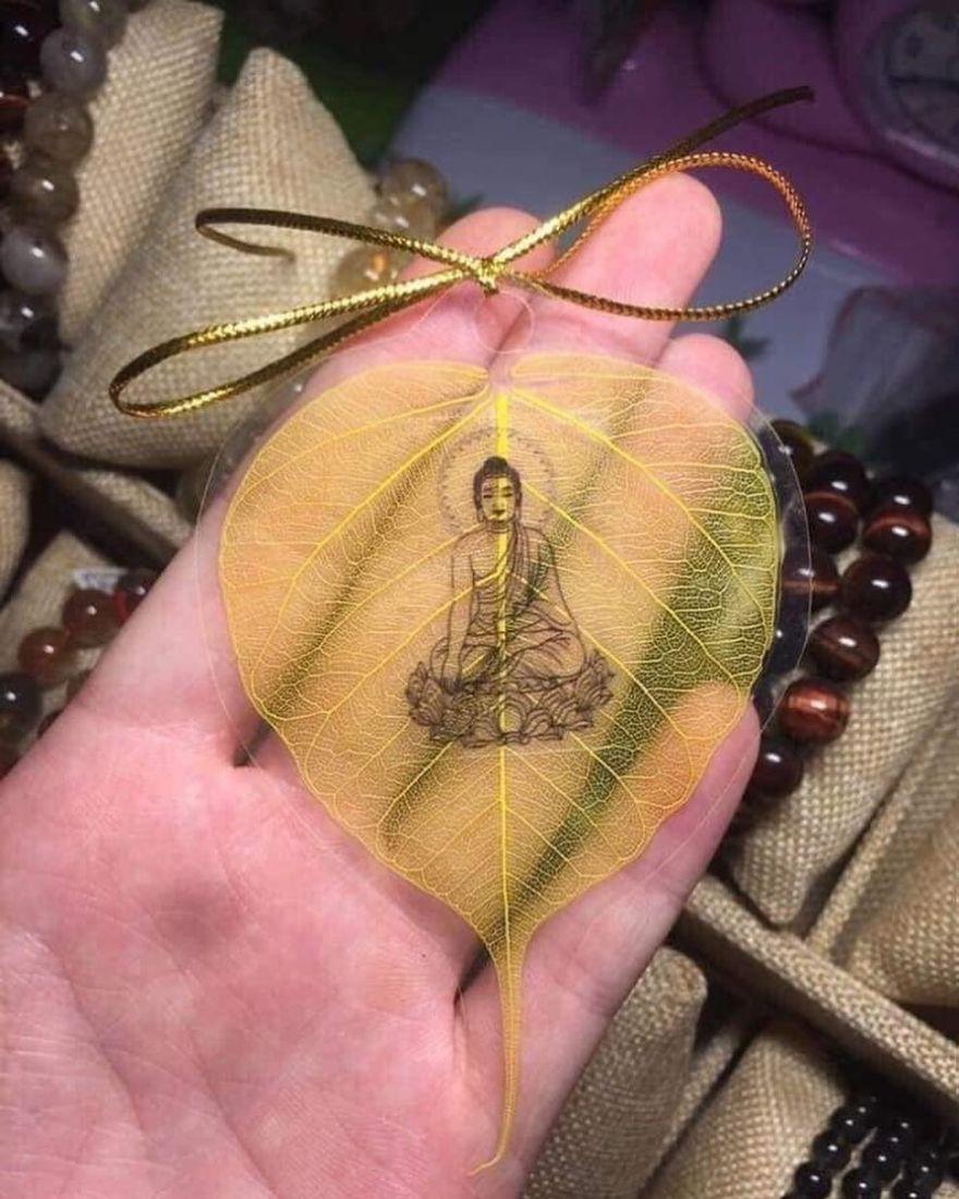 Lá bồ đề dát vàng bình an