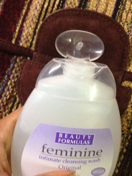 Dung dịch vệ sinh Beauty Formulas Feminine ảnh 6